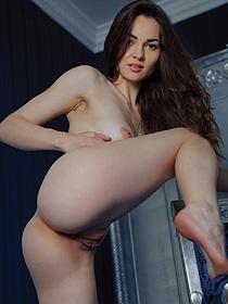 Sweet Verona Posing Nude
