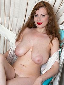 Hottie Exposed Her Huge Natural Boobs
