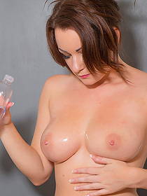 Penny Oiled Her Tits