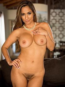 Curvy Babe Reena Sky