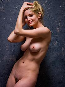 Busty Blonde Babe Liz Ashley