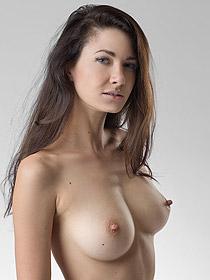 Lauren Shows Her Big Boobs