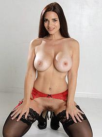Sexy MILF Mindy Mink
