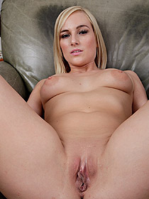 Kate England Spreads Her Pussy