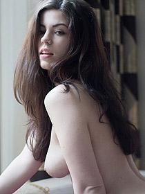 Busty Aemelia Josie