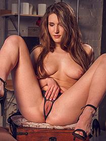 Elina Undressing