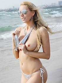 Busty Hayley Marie Coppin Having Fun By The Sea