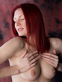 Sexy Redhead Babe Rachel Fox