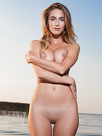 Cara Mell Is Nude At The éale