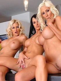 Three hot girls get into each others pussy