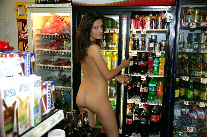 Naked girl presenting her body in public-03