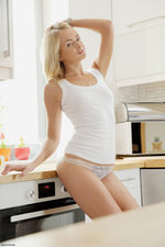 Eve Gets Naked In The Kitchen-02